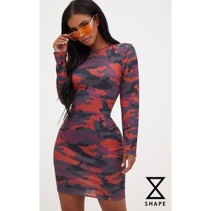PRETTYLITTLETHING SHAPE BURGUNDY CAMO BODYCON MINI
